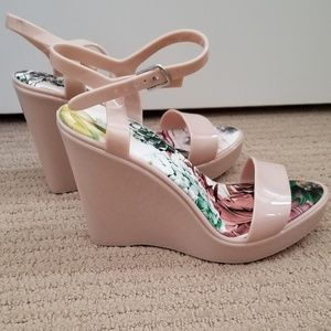 Shoes - Nude wedges